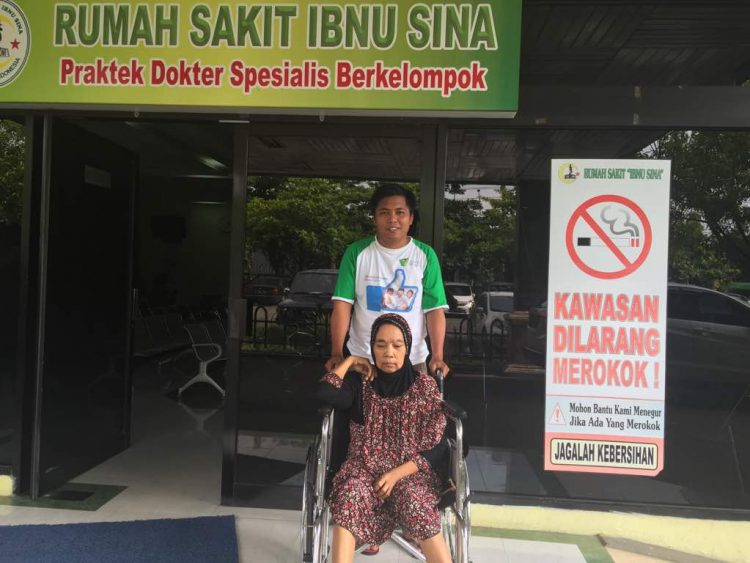Relawan Dompet Dhuafa Sulsel Bantu Ibu Siti Jalani Operasi Tumor Ganas