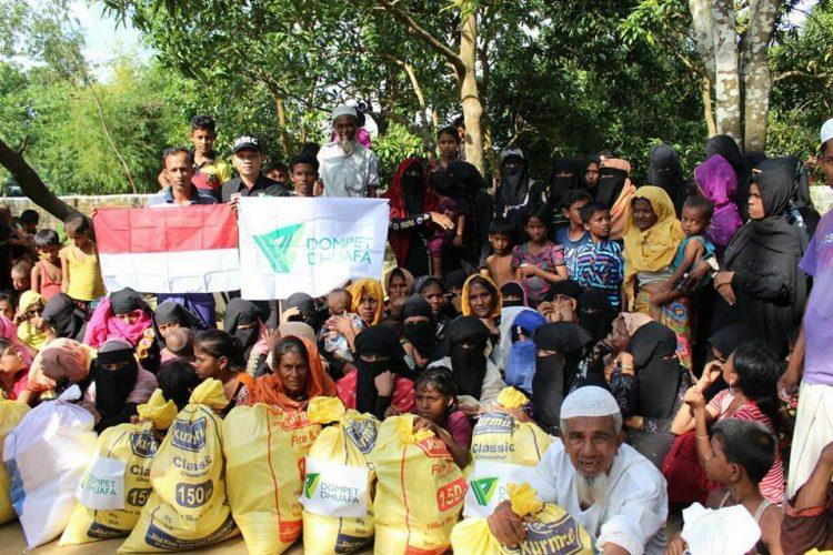 Pendistribusian bantuan Pangan Masyarakat Indonesia untuk pengungsi Rohingya di Camp pengungsian, Cox's Bazar