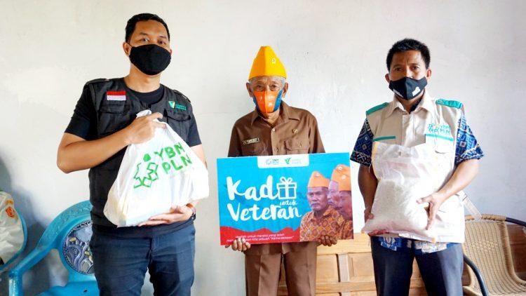 DD Sulsel dan YBM PLN UIW Sulselrabar Bagikan Kado untuk Veteran