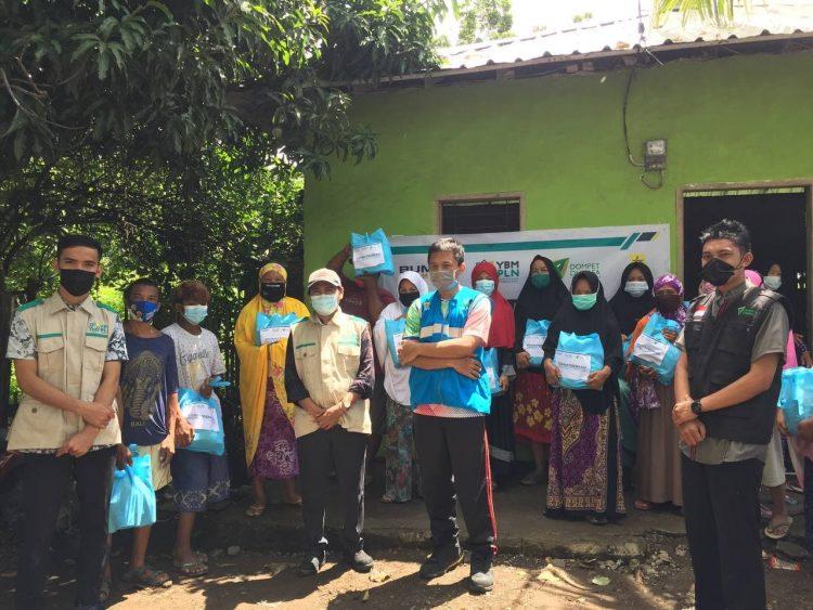 YBM PLN Unit 3 Makassar Selatan Gandeng Dompet Dhuafa Sulsel Salurkan Paket Sembako Kaum Duafa