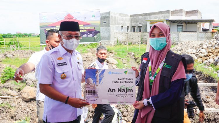 Dompet Dhuafa Gelar Peletakan Batu Pertama Pembangunan Masjid Ponpes Roudhotul Huffadz Jeneponto